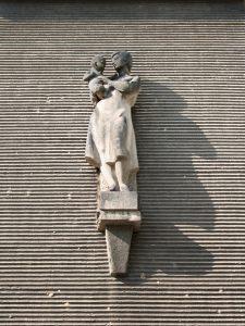 Miroslav Rybička: Lékařka sdítětem, 1961–62, zdravotní středisko na Jilemnického náměstí vPorubě, foto Jakub Ivánek (2014)