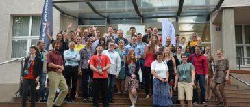 Účastníci konference TryTax u vstupu do Přírodovědecké fakulty Ostravské univerzity