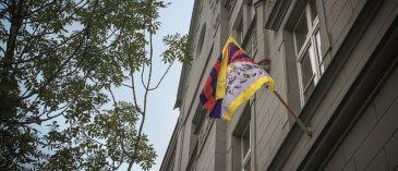 tibetska-vlajka-na-rektorate