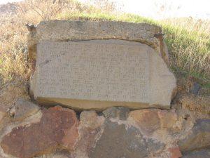 """Tahle kamenná deska je z roku 782 př. n. l. a pokud neumíte urartejsky, nabízím zkrácený překlad: """"Já, král Argišti, postavil jsem toto město pro slávu země Biaini a pro strach svých nepřátel."""""""