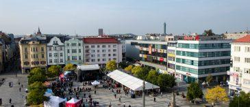 CELODENNÍ HAPPENING Ostravské univerzity na Masarykově náměstí v centru města přilákal lidi a nabídl pestrý program.